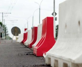 Roadside barriers: Choosing between concrete, plastic and